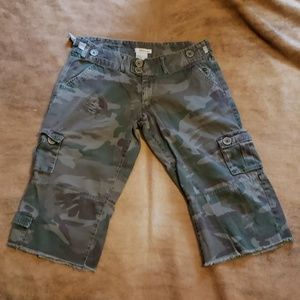 Billabong camo cargo shorts size 9